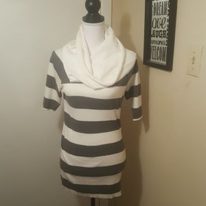 Express 3/4 Sleeve White and Gray Sweater
